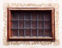 Красивое старое окно с стальными прутами Стоковое Фото