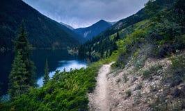 Красивое сценарное озера гор Стоковое Фото