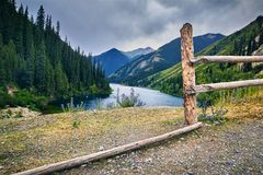 Красивое сценарное озера гор Стоковые Изображения RF