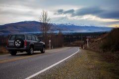 Красивое сценарное проселочной дороги в южном острове Новой Зеландии стоковая фотография