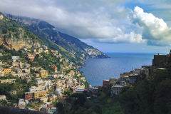 Красивое сценарное positaino mediterranian прибрежной южной Италии Стоковые Изображения