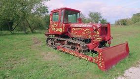 Красивое трактора Crawler покрашенное Россией яркое акции видеоматериалы