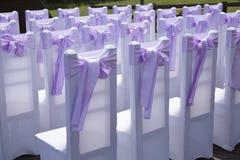 Красивое украшение события свадьбы Лиловый смычок Стоковые Фото