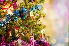Красивое украшенное торжество рождественской елки для hol рождества стоковое фото