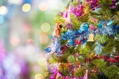 Красивое украшенное торжество рождественской елки для hol рождества стоковые фото