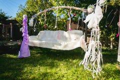 Красивое украшенное для wedding качания на задворк Стоковая Фотография