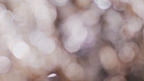 Красивое bokeh от сияющих ювелирных изделий Запачканная предпосылка медленно вращает сток-видео