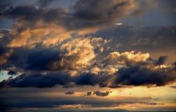 Красивое cloudscape захода солнца, красочное небо Стоковые Фото