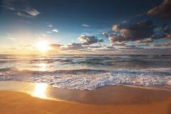 Красивое cloudscape над морем, съемка захода солнца Стоковое Изображение