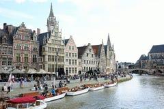 Красивое Graslei вдоль реки в бельгийском средневековом городе Гента стоковая фотография rf