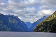 Красивое Milford звучит, южный остров, Новая Зеландия стоковые фотографии rf