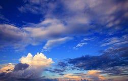 Красивое scape неба облаков в сезоне дождей с светом утра стоковые фотографии rf