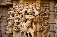 Красиво высекл идолы, Jain висок, расположенный в комплекс форта, Jaisalmer, Раджастхан, Индия стоковые фотографии rf