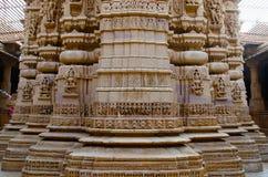 Красиво высекл идолы, Jain висок, расположенный в комплекс форта, Jaisalmer, Раджастхан, Индия стоковые изображения rf