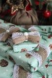 Красиво в оболочке деревенский подарок рождества стоковое изображение
