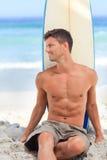 красиво его surfboard человека стоковые изображения