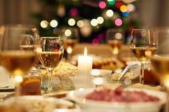 Красиво, который служат рождественский ужин Стоковые Изображения