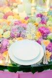 Красиво, который служат таблица в ресторане Стоковые Изображения