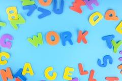 Красиво положенная вне работа надписи пестротканых писем Справочная информация Стоковые Фотографии RF