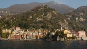 Красивые берега озера Como с городком Varenna стоковое изображение