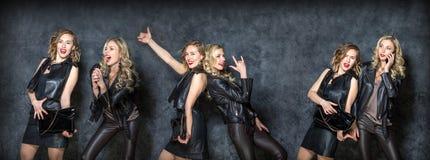 Красивые беспечальные девушки представляя в студии Стоковая Фотография