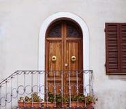 Красивые дверь и окно в Италии Стоковые Фотографии RF