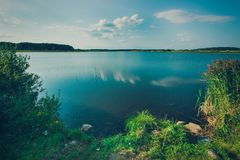 Красивые виды большого озера стоковые изображения rf