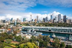 Красивые виды сверху города Сиднея и причала Woolloomooloo стоковое фото