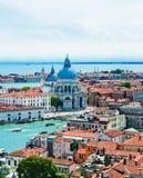 Красивые виды домов Венеции с крышами красной плитки Стоковое фото RF