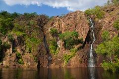 красивые водопады wangi на заходе солнца в национальном парке litchfield, северных территориях стоковое фото rf