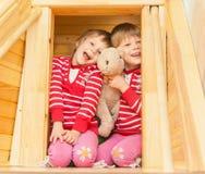 Красивые двойные сестры Стоковое Фото