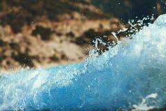 Красивые волны с брызгают Сфокусированный дальше брызгает Стоковые Изображения