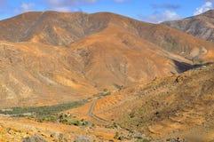 Красивые вулканические горы и голубое небо Фуэртевентура Стоковое Фото