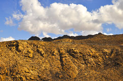 Красивые вулканические горы и голубое небо Фуэртевентура Стоковая Фотография RF