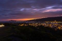 Красивые гаваиские заход солнца и городской пейзаж Гонолулу Стоковое Изображение RF