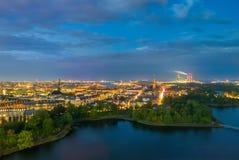 Красивые городской пейзаж и cloudscape в Копенгагене на ноче Стоковая Фотография RF