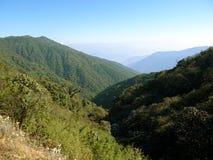 Красивые горы Гималаев стоковые фото
