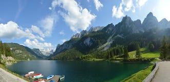 Красивые горы и озеро австрийца Альпов Стоковые Изображения