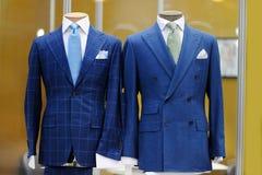 Красивые голубые костюмы на манекене Стоковое фото RF