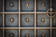 Красивые декоративные элементы металла выковали чугунные ворота стоковая фотография