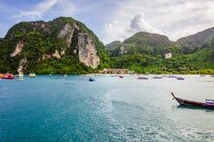 Красивые деревянные шлюпки в Phi Phi преследуют Стоковое Фото