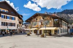 Красивые дома в Garmisch-Partenkirchen в Германии Стоковые Фотографии RF