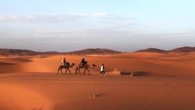 Красивые дюны пустыни Сахары Erch Chebi, Марокко, Африки сток-видео