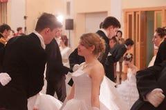 Красивые девушка и человек в старом платье Стоковые Фотографии RF
