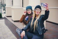 Красивые девушки моды внешние Стоковое Фото