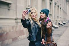 Красивые девушки моды внешние Стоковые Фото