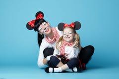 Красивые девушки с масками мыши Стоковые Фото