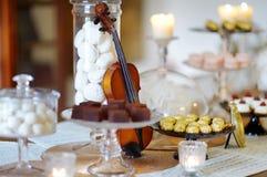 Красивые десерты, помадки и таблица конфеты Стоковые Изображения