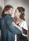 Красивые женщина и человек пар в средневековых одеждах Стоковое фото RF