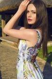Красивые женщины ослабляя на саде лета Стоковое фото RF
